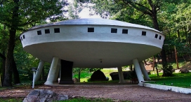 spaceshiphouse